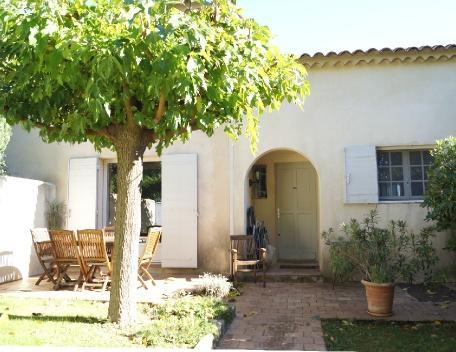 Holiday rental Villas Aix En Provence (Bouches-du-Rhône), 95 m², 1 250 € - Image 1 - Aix-en-Provence - rentals