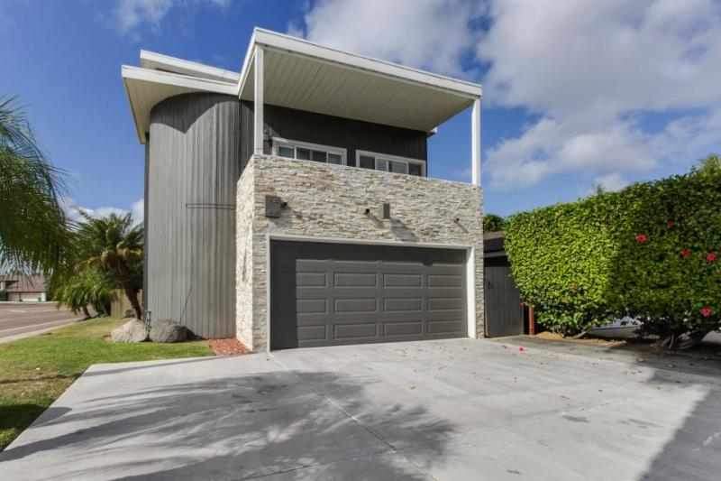 Gorgeous beach house w/ entertainment & easy beach access - great location! - Image 1 - Del Mar - rentals