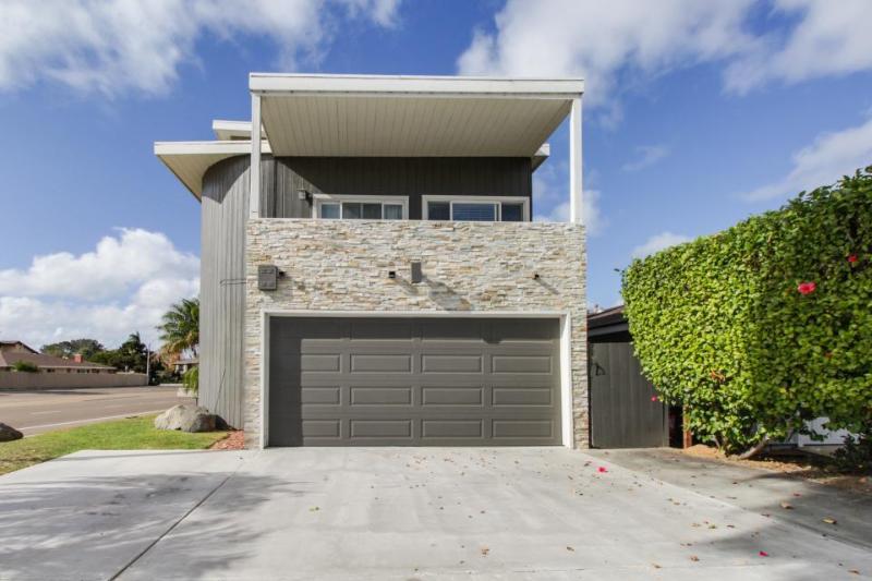 Bright & open modern duplex 5 minutes from beach w/ elegant interior & kitchen! - Image 1 - Del Mar - rentals