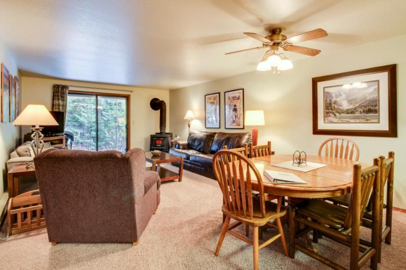 Comfy condo w/golf views, shared pool & hot tub, nearby ski and lake access! - Image 1 - McCall - rentals