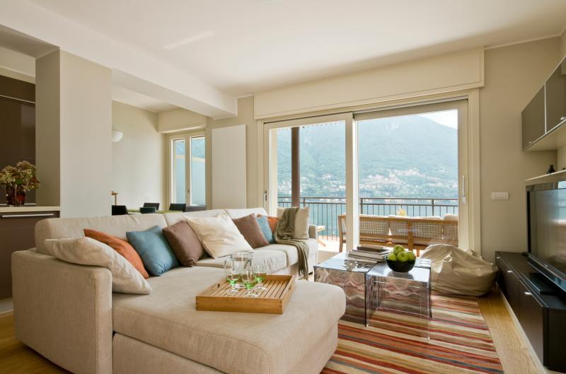 Contemporary open plan living - Laglio garden home with pool (ID 2816) - Laglio - rentals