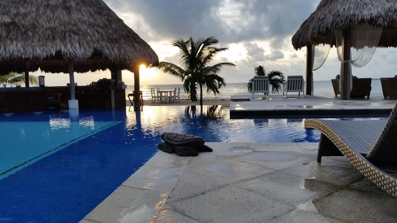 View at Sunrise - Belize Ocean Club 2BR Suite - Ocean Front Poolside - Placencia - rentals