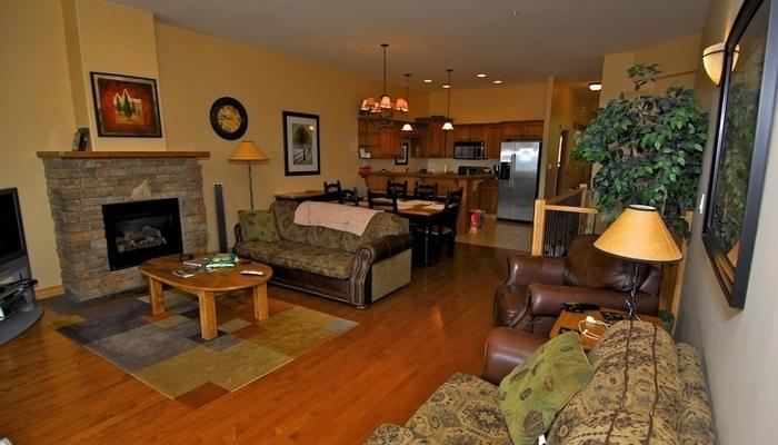 With a fireplace and gorgeous hardwood floors, the living area is cozy and inviting - Kimberley Sullivan Stone Lodge 3 Bed Mountainside Townhouse - Kimberley - rentals