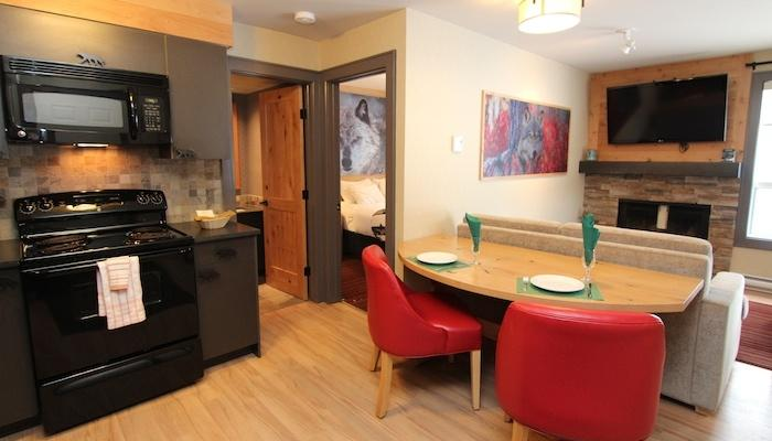 An open-floor plan makes this condo feel roomy - Banff Rocky Mountain Resort Cozy 1 Bedroom Wolf Condo - Banff - rentals