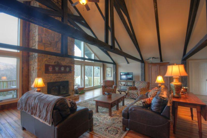 Great Room on main level with HDTV and DVD Player - Majestic Mountain Haus - Beech Mountain - rentals