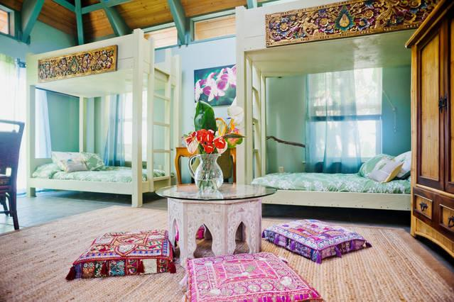Floor seating on colorful cushions - Green Coffee Country Cottage - Holualoa - rentals
