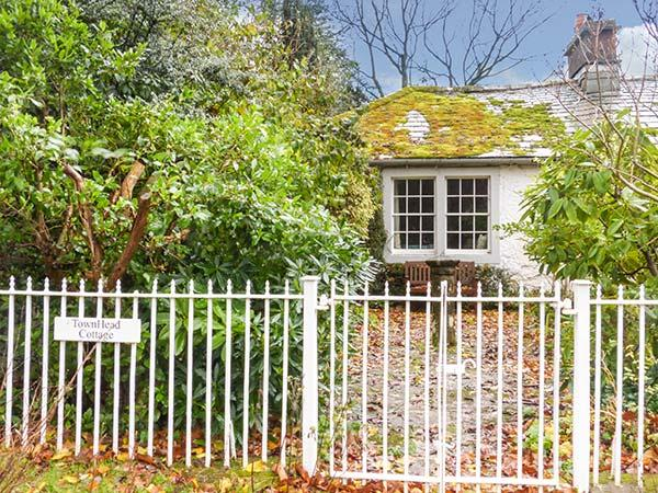 TOWNHEAD COTTAGE, romantic cottage, open fire, private garden, walks from the door, Pooley Bridge, Ref. 927735 - Image 1 - Pooley Bridge - rentals
