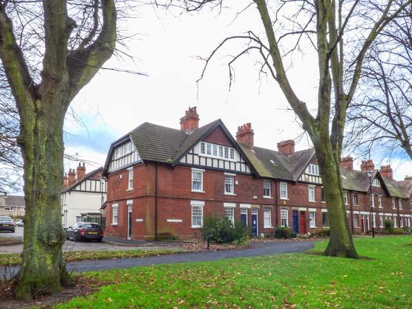 THE HOUSE ON THE GREEN, end-terrace, pet-friendly, patio, WiFi, log burning stove, Derby Ref 930021 - Image 1 - Derby - rentals