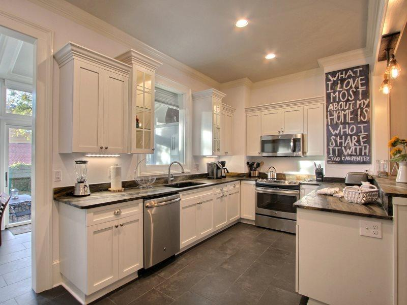 Beautiful Newly Renovated Jones St. Home. Gorgeous Views, Comfortable, and Modern! - Image 1 - Savannah - rentals