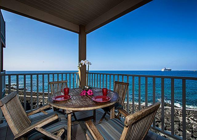 Direct oceanfront living on your lanai! - SV4205 2 bedroom, DIRECT OCEANFRONT, Wifi, BREATHTAKING VIEW. - Kailua-Kona - rentals