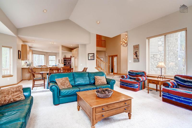 Enjoy time with the whole family in the open-concept living space featuring high ceilings. - Beautiful home in Blue River with hot tub and gondola parking passes - Pineview Hideaway - Breckenridge - rentals