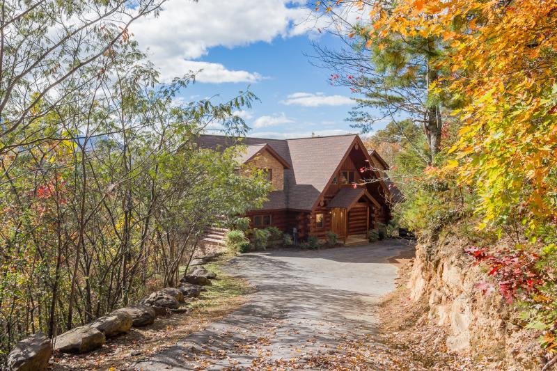 Grand View Lodge -Luxury Log Cabin, Mountain View - Image 1 - Gatlinburg - rentals