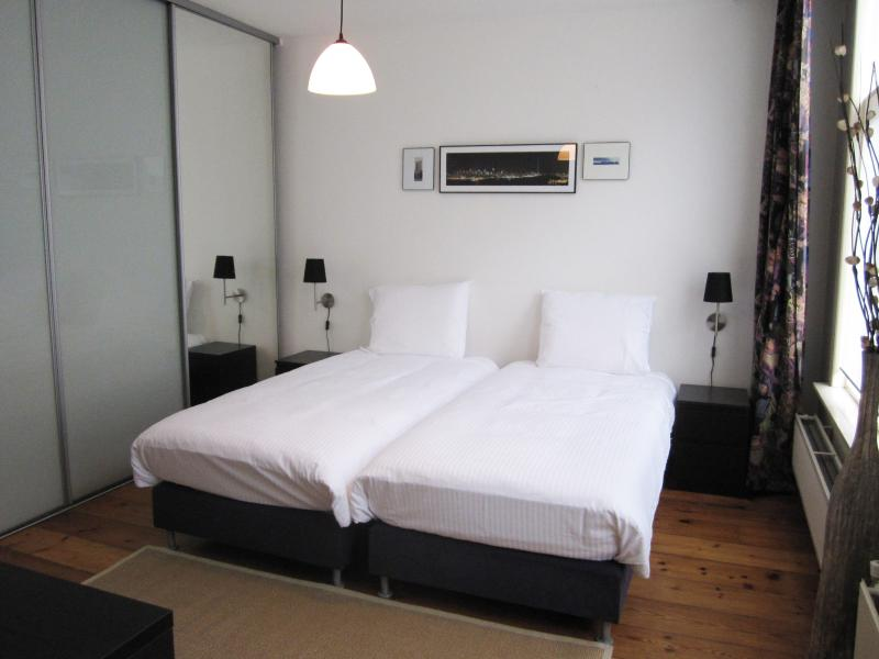The Master Bedroom - Spacious room nearby Anne Frank house - Amsterdam - rentals