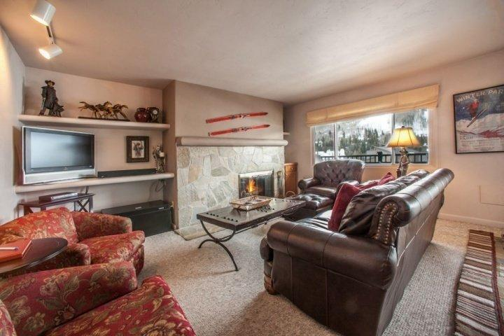 Cozy living room, open to dining and kitchen and includes spectacular views of Vail Mountain. - 4th Fl Condo w/ Vail Mtn Views, Walk to Vail/Lionshead, Seasonal Pool/Hot Tubs, Convenient Location! - Vail - rentals