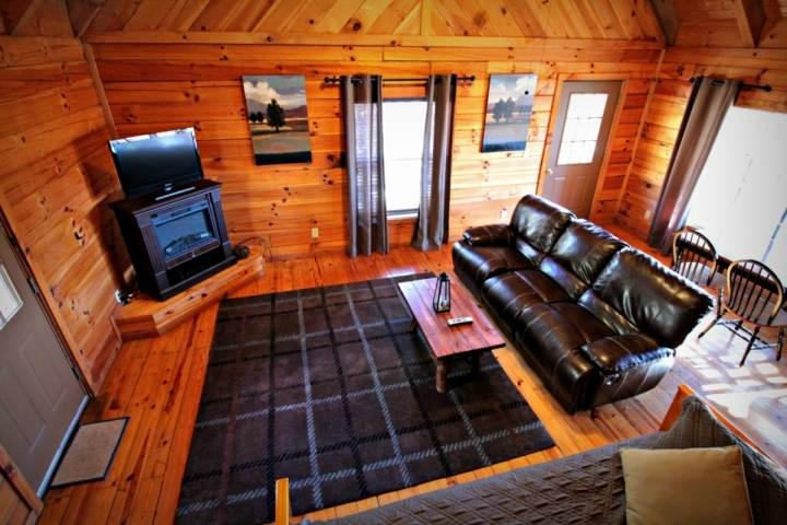 Townsend Cabin #5 Blueberry Hill, Next to Heaven Trail Rides and Zip Lines! - Image 1 - Townsend - rentals