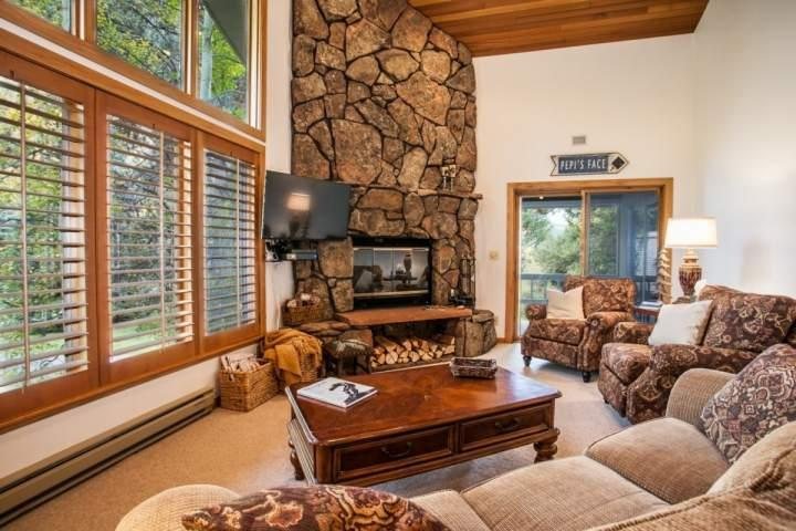 Spacious living room with wood burning fire place, flat screen TV/DVD and access to the covered deck with gas grill and seating. - Vail Golf Course Duplex, Walk to Bus Stop, Private Hot Tub, Convenient Location & Family Friendly! - Vail - rentals