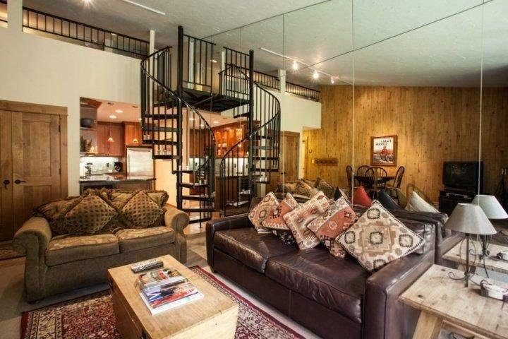 This charming studio has everything you need for the Perfect Mountain Holiday! - STUDIO +LOFT in the heart of Vail~ Vail Core 4~ Free Bus~ No Need for a Car~ Walk to Lifts & Gondola - Vail - rentals