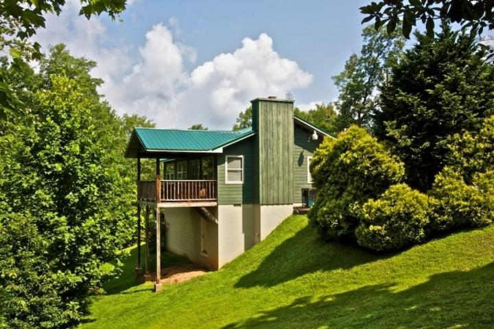 Peaceful Getaway in the Smoky Mountains at Crestview Chalet #1 Wooded Views and Minutes to Downtown Gatlinburg - Gatlinburg Getaway - Jacuzzi & Hot Tub - WiFi - Minutes to Downtown! - Gatlinburg - rentals