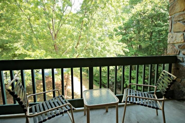 Beautiful Balcony Overlooking Stream and Woods at 163 Village Stream Condominiums - Couples Retreat in Gatlinburg - Community Pool - Wooded Views - Picnic Area! - Gatlinburg - rentals