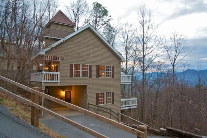 Welcome to Cupola Chalet, located in the beautiful Chalet Village area above Gatlinburg! - Perfect Gatlinburg Getaway! Game Room - Hot Tub - WiFi - Gatlinburg - rentals