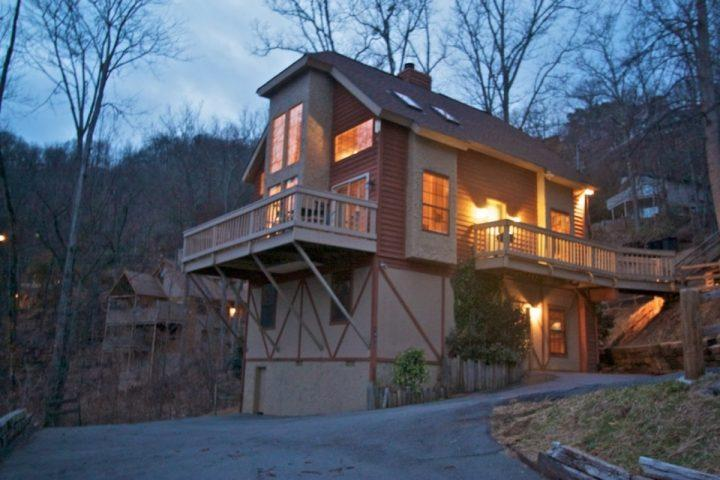 Firefly ~ Book for Fall - Smoky Mountain Retreat! Hot Tub - WiFi - Game Room! - Image 1 - Gatlinburg - rentals