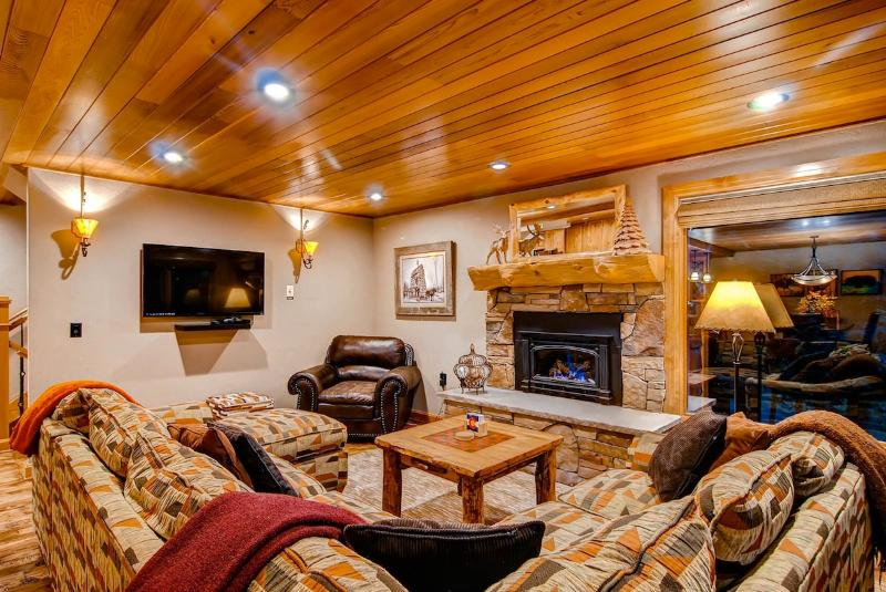 Heaven at 4 O'Clock - Ski in/out, Community pool! - Image 1 - Breckenridge - rentals