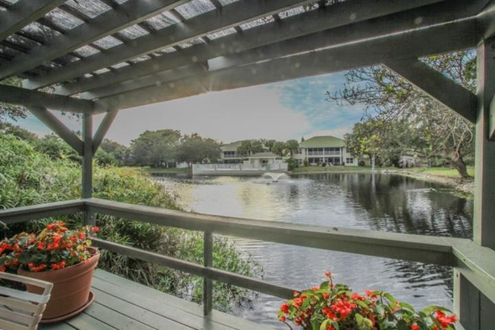 View of lake with fountain.....great spot to catch a Naples sunset! - Cozy 2BR+Den/2BA Villa in Tropical Oasis! - Naples - rentals