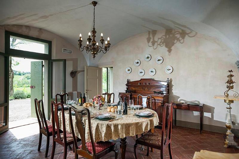 5 bedroom Villa in Tuoro sul Trasimeno, Umbrian countryside, Umbria, Italy : ref 2307284 - Image 1 - Tuoro sul Trasimeno - rentals