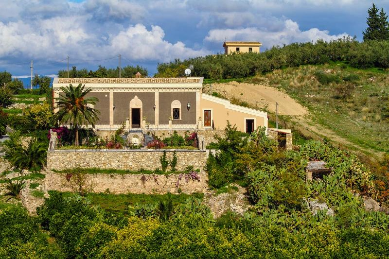 5 bedroom Villa in Centuripe, Sicily, Italy : ref 2307268 - Image 1 - Centuripe - rentals
