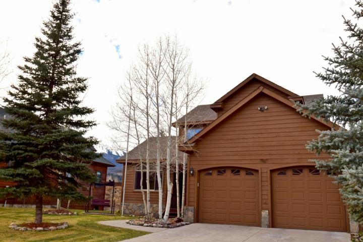 Home Away from Home to be Enjoyed by Family and Friends - Exclusive FREE FUN Package With Booking! Large Home-Private Lake-MT VIEWS! New kitchen/HOT TUB. - Silverthorne - rentals