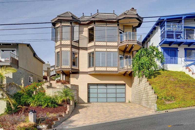 Modern home w/ sweeping ocean views, jetted tub & gourmet kitchen - Image 1 - Dana Point - rentals