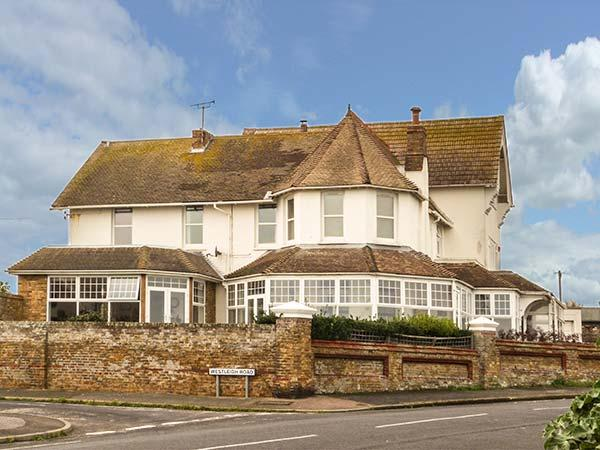 SEA LODGE, coastal cottage, beach views, garden, WiFi, woodburner, in Westgate-on-Sea, Ref 930992 - Image 1 - Westgate-on-Sea - rentals
