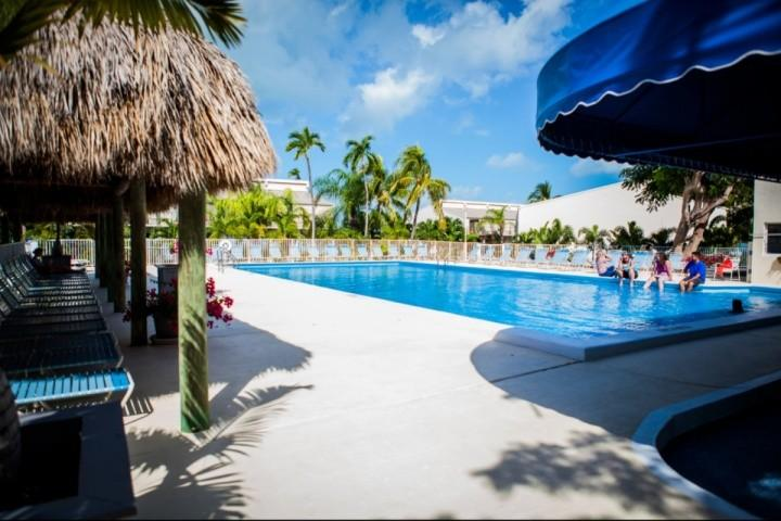 Pool and sun deck area in Executive Bay! - Spacious Townhouse with pool at the Executive Bay Club - Islamorada - rentals