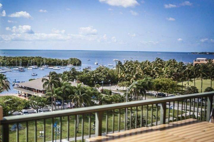 View of the bay from the balcony. - Mutiny Condo Hotel - Very Spacious Suite Near the Beach, UM & Key Biscayne *FREE Valet thru 9-30-16* - Miami - rentals