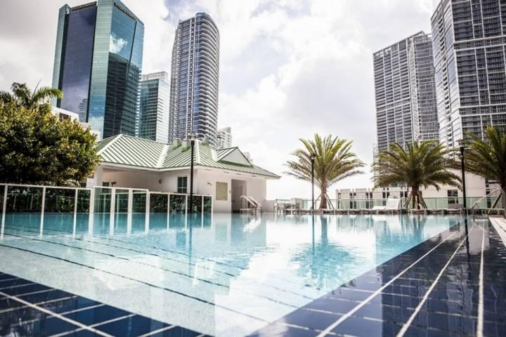Infinity pool on sun deck. - Modern Brickell Loft in Miami with Stunning Views - Minutes from Downtown Miami & South Beach - Miami - rentals