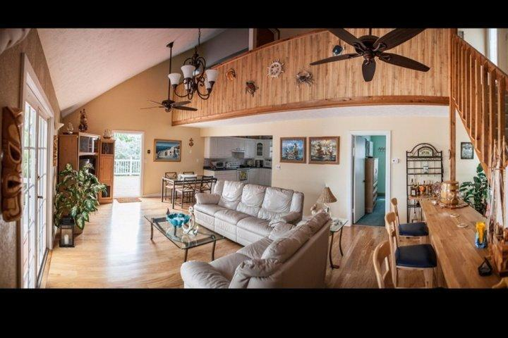 View of the living room area complete with an indoor bar area. - **Spring Promo** Gorgeous Keys Waterfront Home with Private Dock & Ramp - Islamorada - rentals