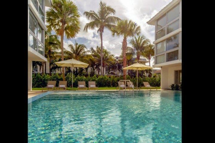 Beautiful pool area. - Luxurious & Modern Key Biscayne Condo at Beach Haus with Beach Club & Pool - Key Biscayne - rentals