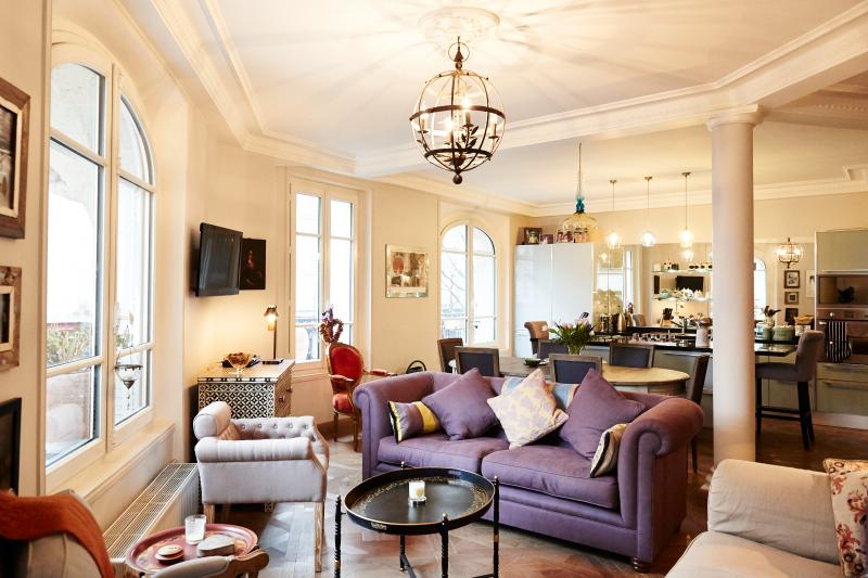 Elegant 2 Bedroom Apartment in Le Marais - Image 1 - Paris - rentals