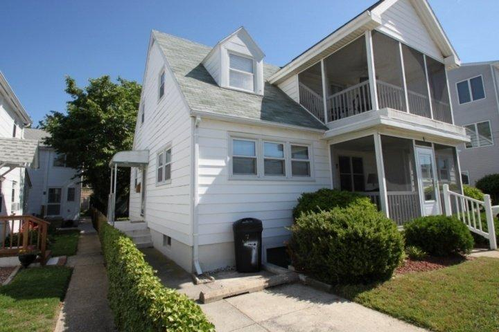 Upper Floor Apartment with Porch Sleeping 8, Private Side Entrance - Ocean Block, Ocean View Second Floor Home with Screened in Porch Sleeping 8 in 3 Bedrooms - Rehoboth Beach - rentals