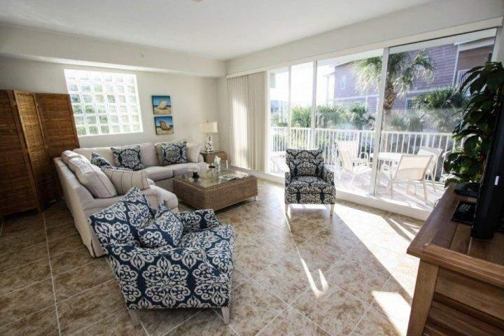 Sunny living area - 418 Little Harbor - Ruskin - rentals