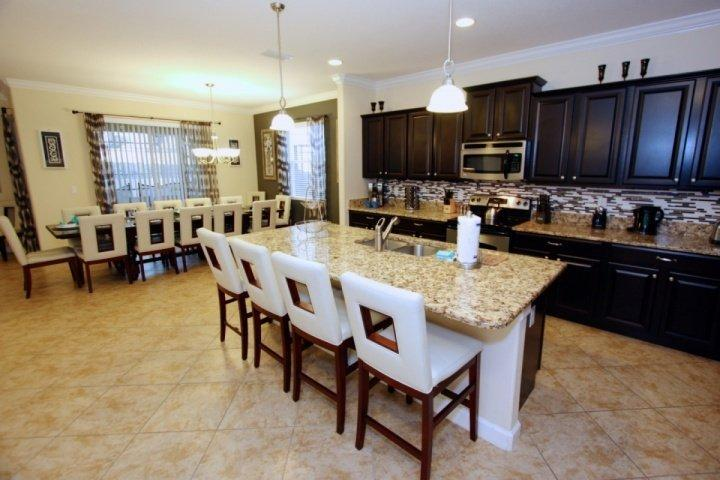 Kitchen island seats four - 8915 Paradise Palms - Kissimmee - rentals
