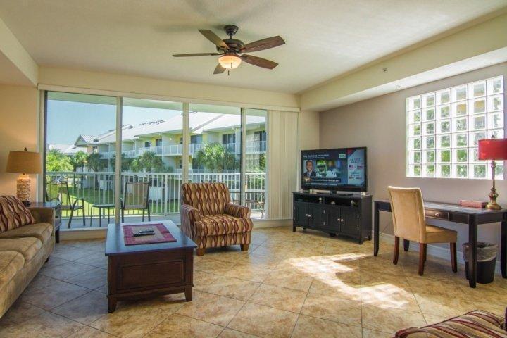 Spacious Living Area w/Flat Screen TV & Balcony View - 3255 Little Harbor - Ruskin - rentals