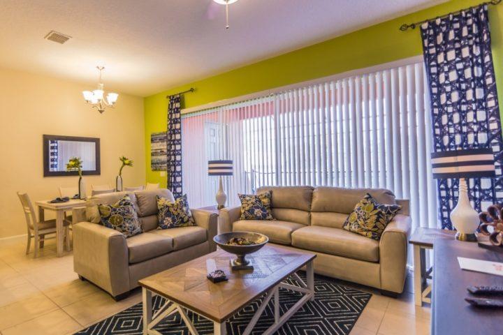 Living Room W/Flat Screen TV & Pool Access - 462 Festival - Davenport - rentals