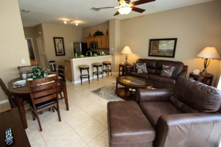 Comfortable living and dining area - 7669 Windsor Hills - Kissimmee - rentals
