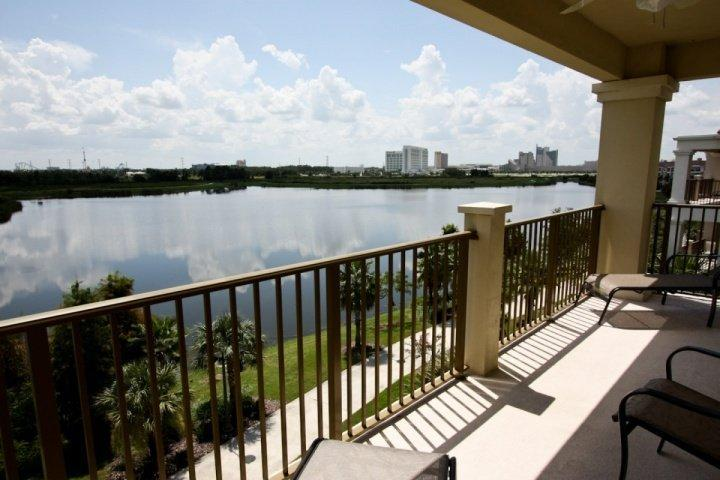 Amazing Lake View and Sea World in the Distance! - Vista Cay 4804 - Orlando - rentals