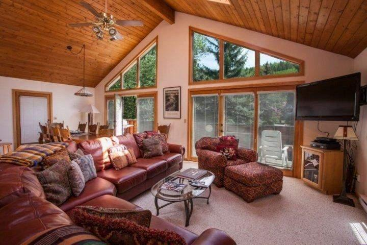 Mountain Views from Living Area - Big Fun Mountain Home~Excellent for Big Groups- Choose Vail or Beaver Creek! Easy Colorado SKI TRIP! - Minturn - rentals