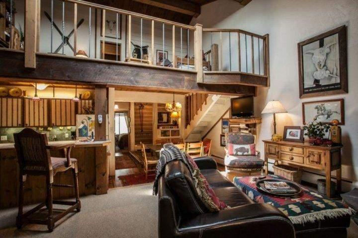 Welcome to this warm two level condo with open living area and loft. - Cozy Mountain Townhome, Steps to Bus Stop, Near Gore Creek, Perfect Family or Romantic Getaway! - Vail - rentals