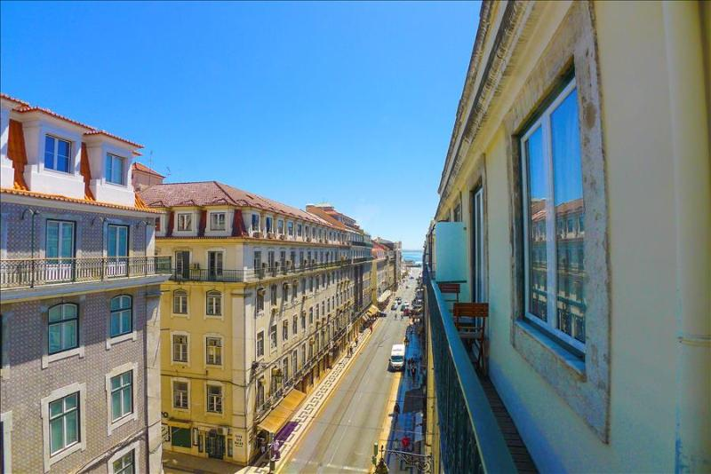 PR- Central, Trendy, AC, Lift, Balcony, View - Image 1 - Lisbon - rentals