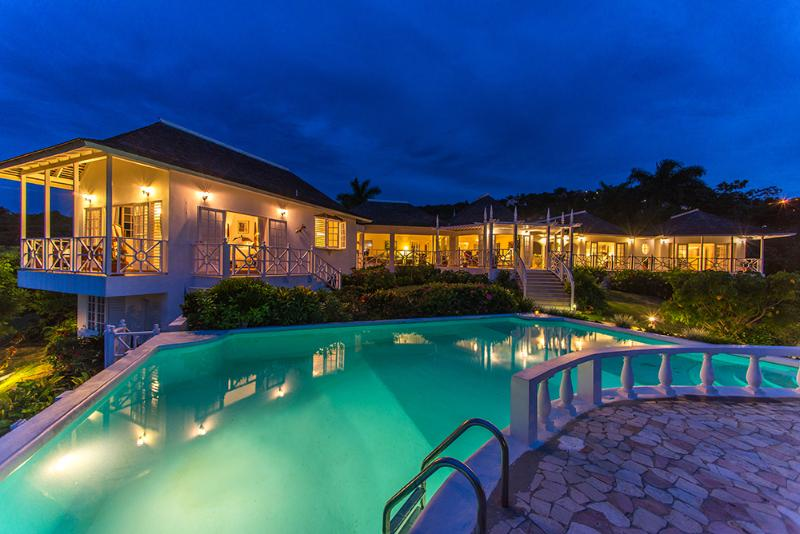Brilliantly perched over the Caribbean Sea, Cliffside Cottage has captured the best of two worlds:  precious privacy ... - Cliffside Cottage - Montego Bay - rentals