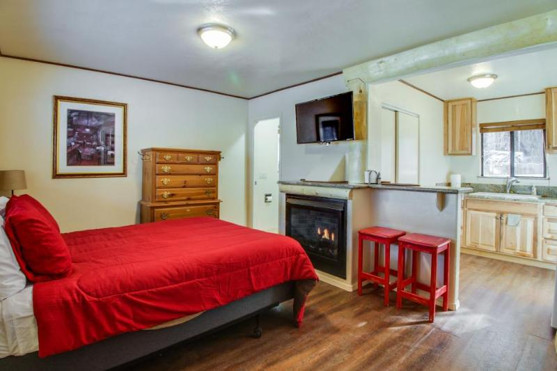 Dog-friendly cabin with a shared firepit & updated rustic charm! - Image 1 - South Lake Tahoe - rentals